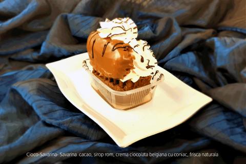 Cioco-Savarina- Savarina cacao, sirop rom, crema ciocolata belgiana cu coniac, frisca naturala
