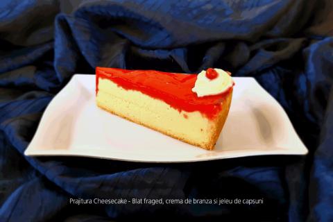 Prajitura Cheesecake - Blat fraged, crema de branza si jeleu de capsuni.