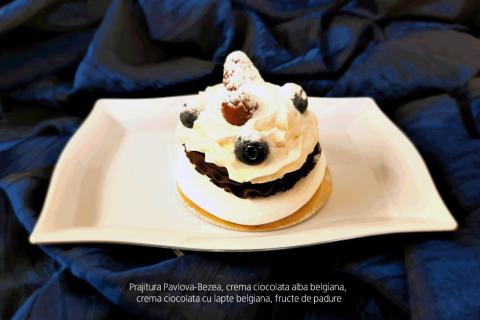 Prajitura Pavlova - Bezea, crema ciocolata alba belgiana, crema ciocolata cu lapte belgiana, fructe padure