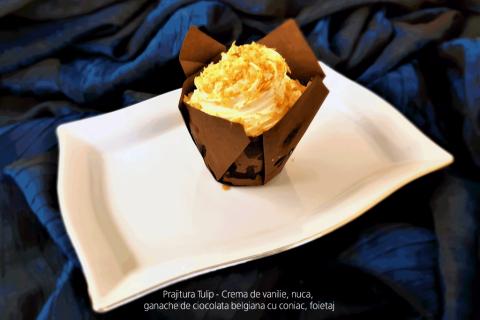 Prajitura Tulip - Crema de vanilie, nuca, ganache de ciocolata belgiana cu coniac, foietaj.